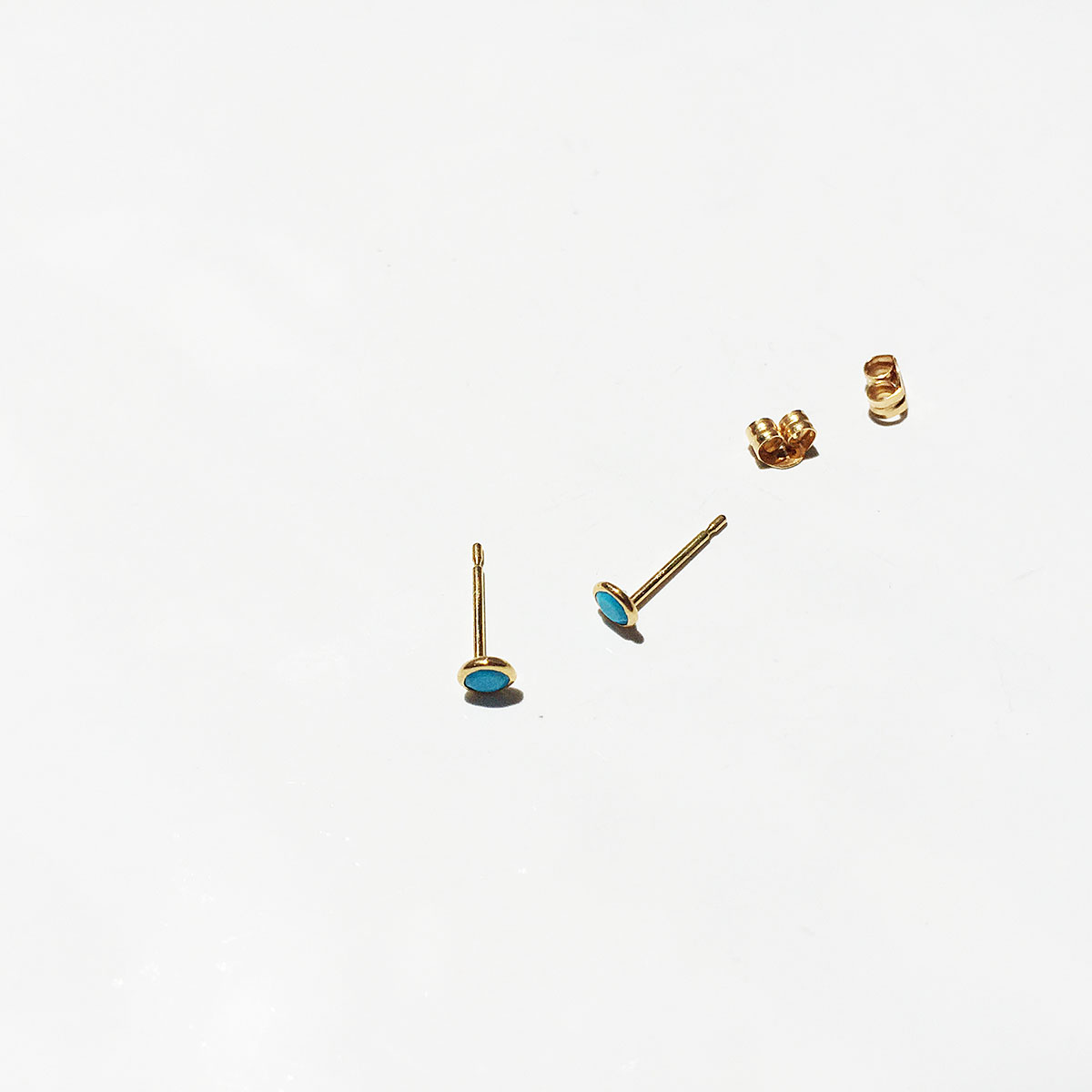 K18ゴールドのターコイズプチピアス