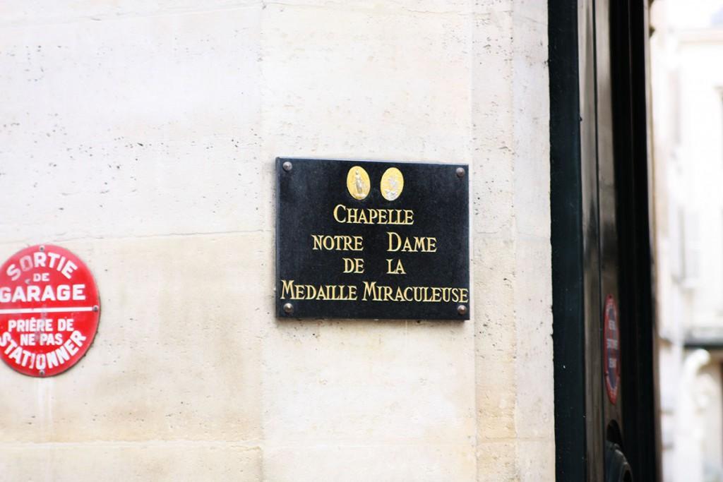 パリのバック通り不思議のメダイ教会