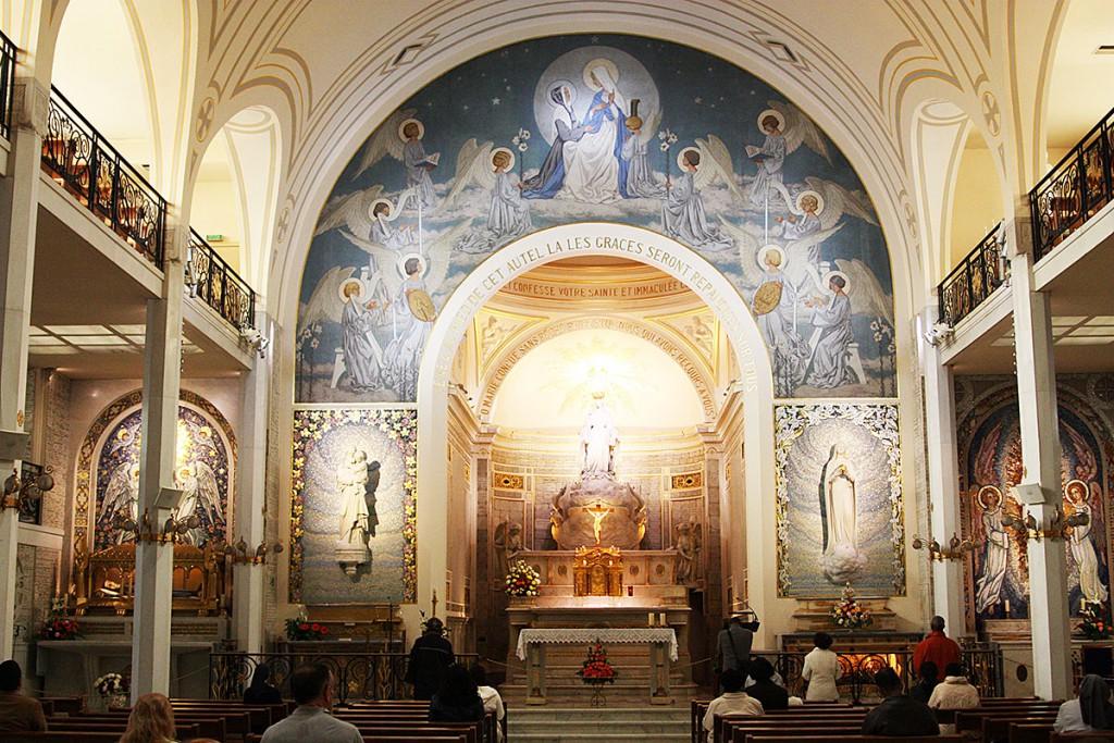 パリの不思議のメダイ教会